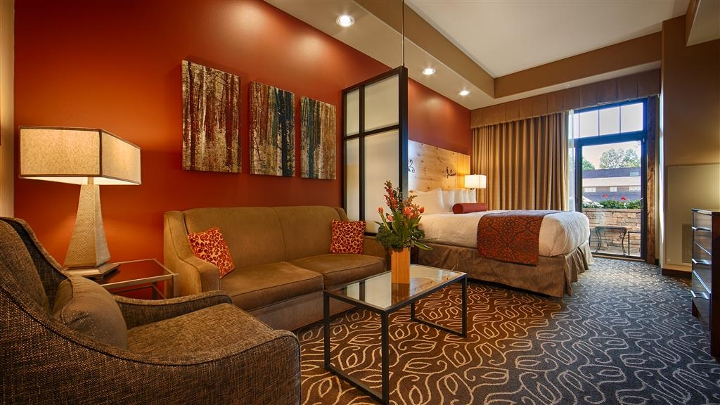 Best Western Premier Ivy Inn & Suites - Our suites provide you with plenty of room to stretch out and relax.