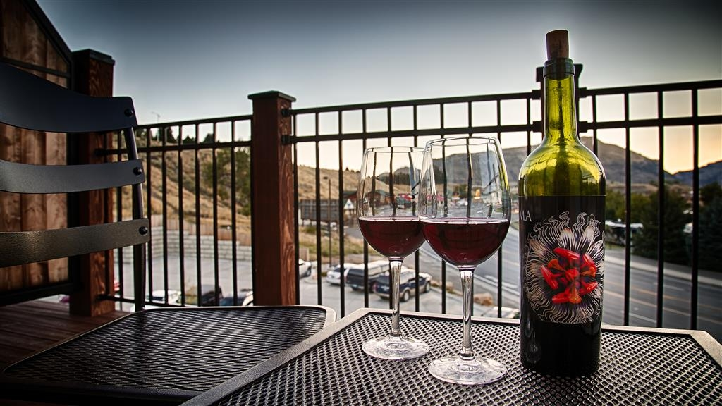 Best Western Premier Ivy Inn & Suites - Sip some wine and enjoy the breathtaking views of Cody, WY from your patio.