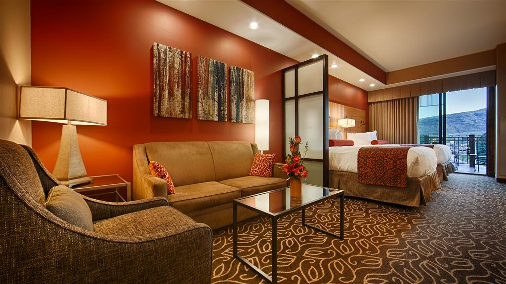 Best Western Premier Ivy Inn & Suites - If you're looking for a little extra space to stretch out and relax, book one of our suites.