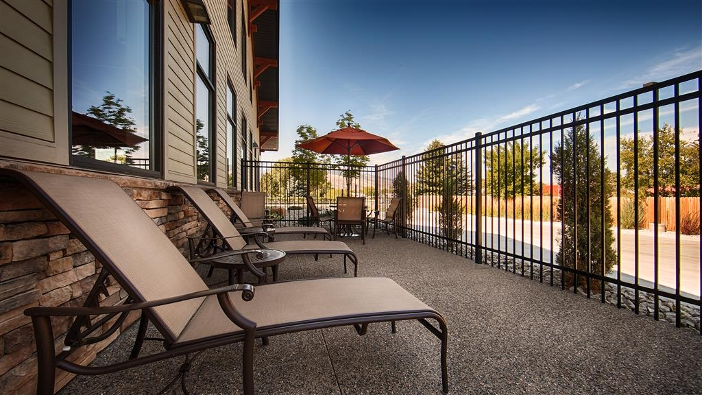 Best Western Premier Ivy Inn & Suites - The Best Western Premier Ivy Inn & Suites is the perfect place to escape your busy day and relax on the patio.