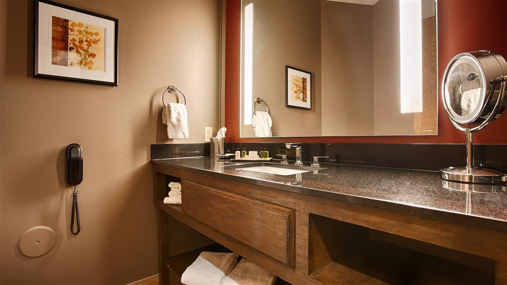 Best Western Premier Ivy Inn & Suites - Our large vanities offer plenty of space to get ready for your day in Cody, WY.