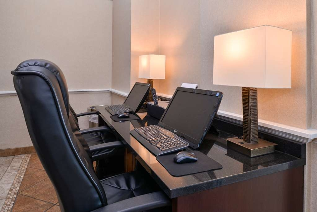 Best Western Plus Frontier Inn - Our Business Center is great for printing boarding passes, completing and printing reports, checking your social media, or simply browsing the news! Complimentary printing is included as well.