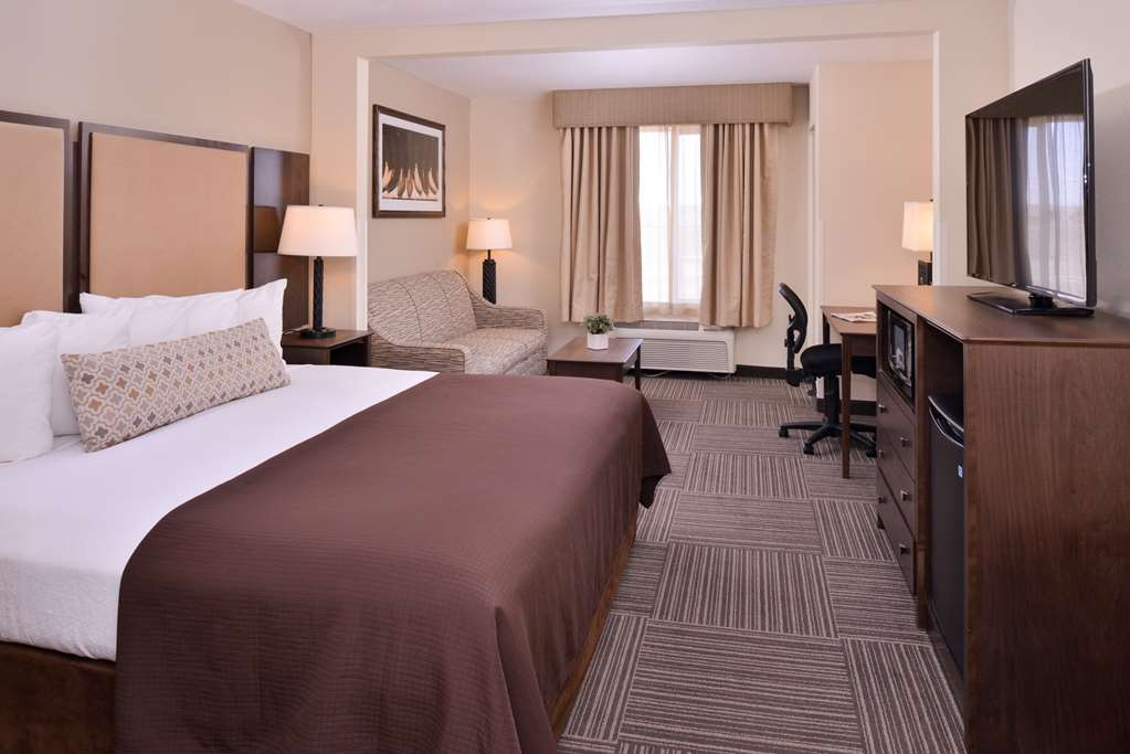 Best Western Plus Frontier Inn - Our newly remodeled king extended room is great for families or business travelers! The couch pulls out into a sofa bed for more room.