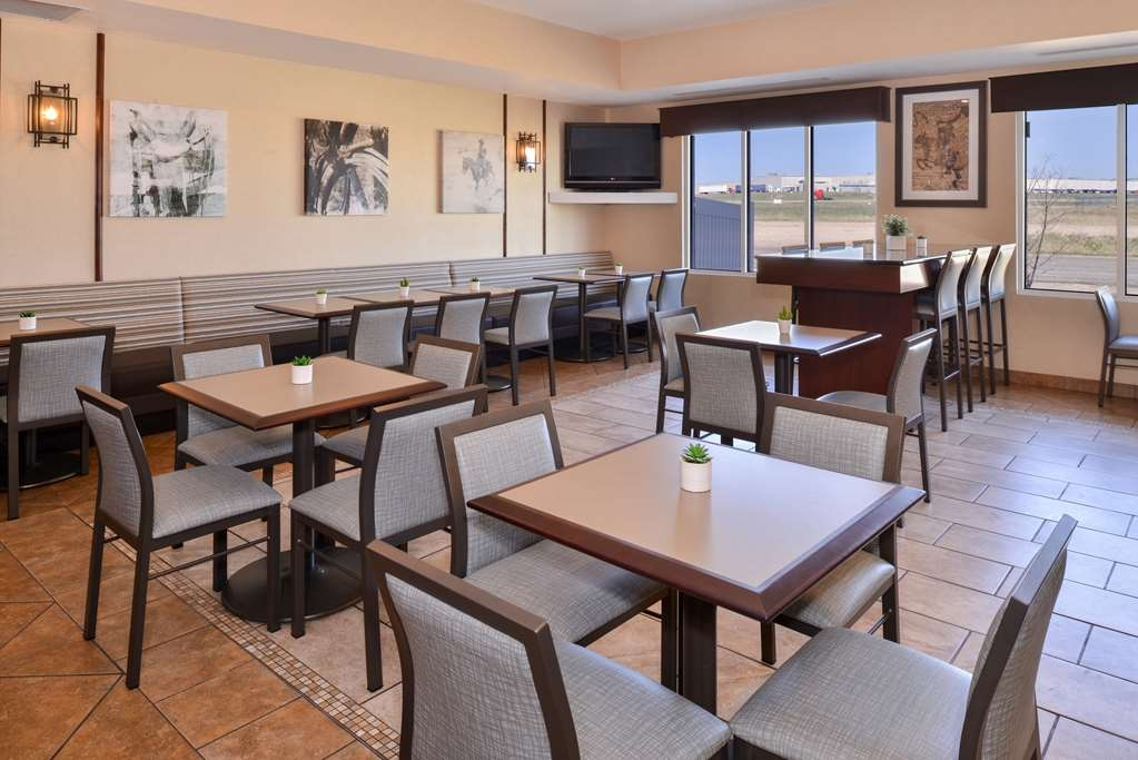 Best Western Plus Frontier Inn - We serve a complimentary hot American breakfast every morning - because our guests are worth it. Delicious hot eggs, sausage, bacon, a build-your-own yogurt bar, specialty breads and muffins, bagels, toast, fresh fruit and cereal.