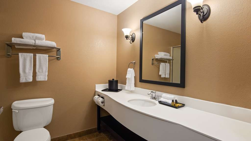 Best Western Plus Frontier Inn - Our spacious bathrooms boast modern amenities and updated decor.