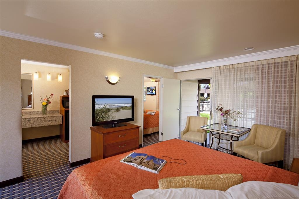 Best Western Garden Inn - Sink into our comfortable beds each night and wake up feeling completely refreshed.