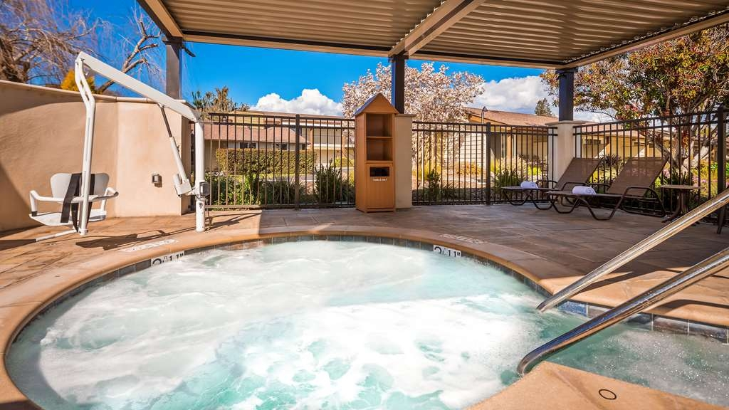 Best Western Garden Inn - We feature a brand new and large round Jacuzzi