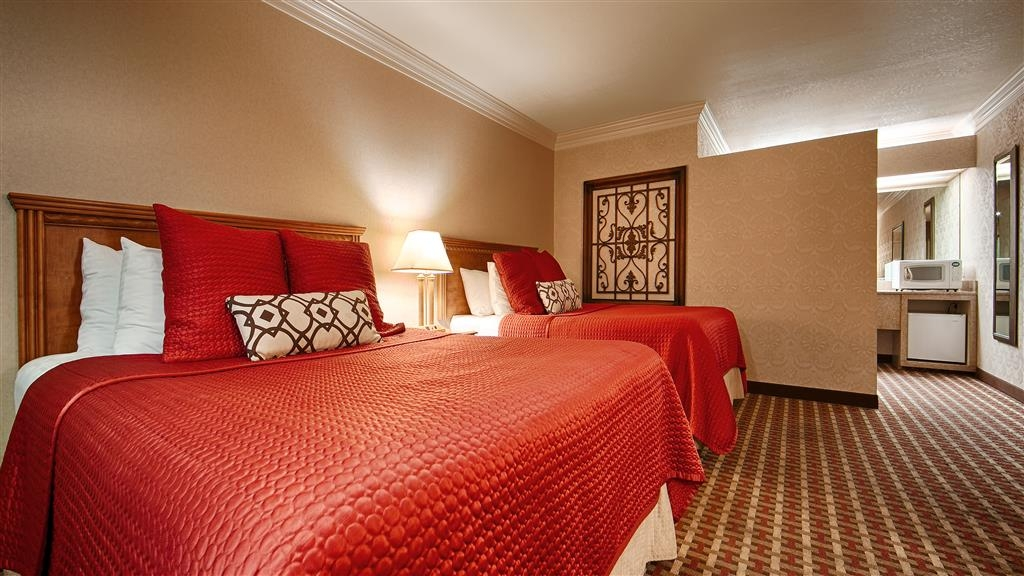 Best Western Garden Inn - Stretch out and relax in the Two Queen Guest Room.