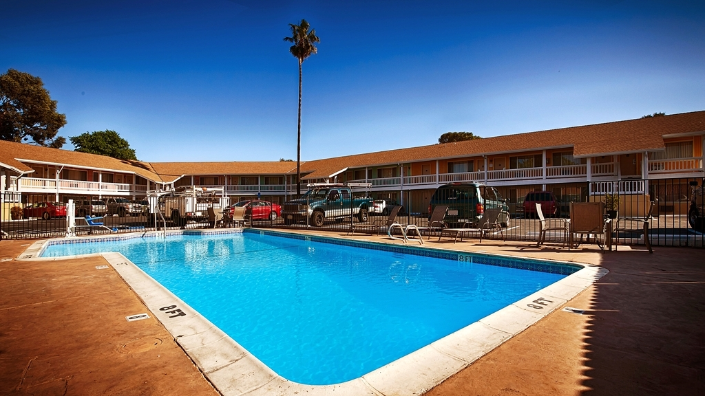 Best Western Heritage Inn - The outdoor pool is perfect for swimming laps or taking a quick dip.