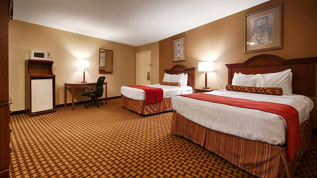Best Western Heritage Inn - Are you seeking pure, complete and total relaxation? Then make a reservation in our Two Queen Guest Room.