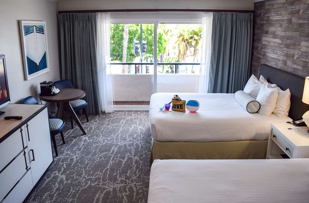 Best Western Beachside Inn - Our Double Queen guest rooms have enough space to bring the whole family!