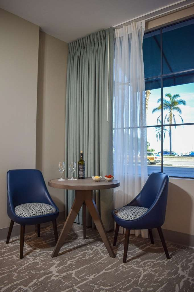 Best Western Beachside Inn - Enjoy some local wine in our new first floor Signature King Rooms, which come equipped with wine glasses and bottle openers.