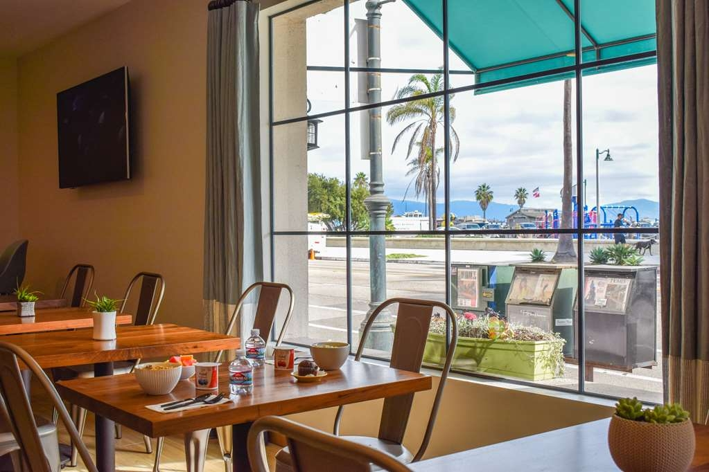 Best Western Beachside Inn - Start your morning with a deluxe complimentary breakfast buffet and enjoy the views!