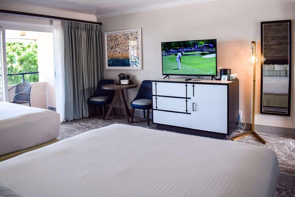 Best Western Beachside Inn - Our Double Queen guest rooms have enough space to bring the whole group!