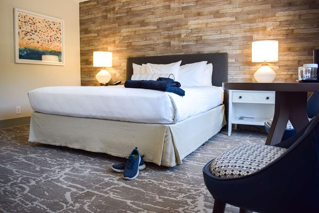 Best Western Beachside Inn - This stylish and spacious room is most popular among honeymooners and couples.