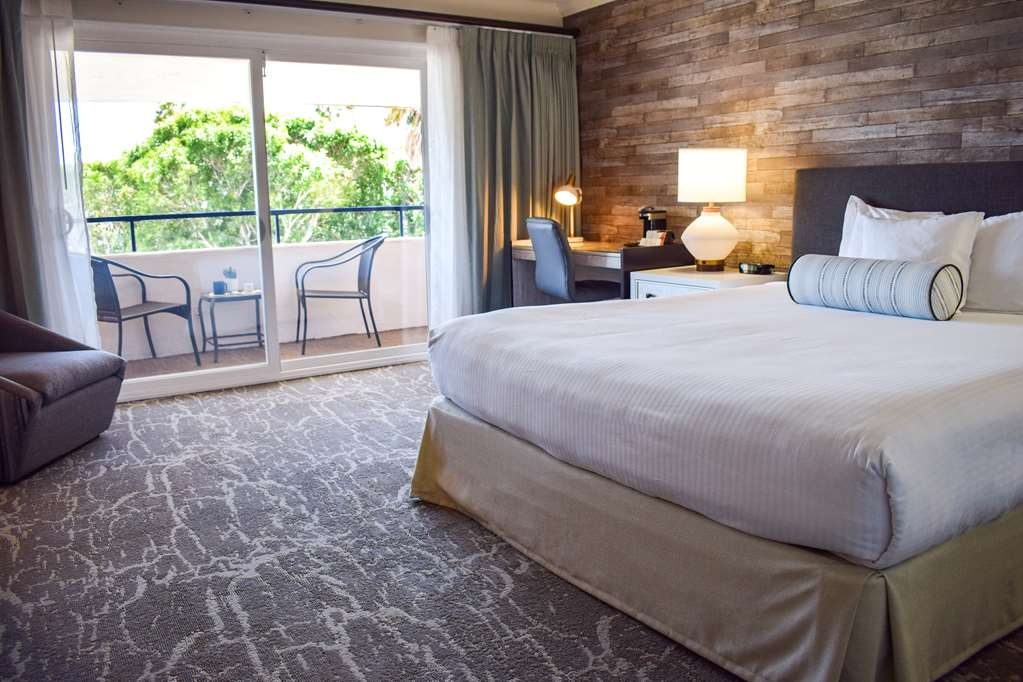 Best Western Beachside Inn - Our spacious Harborside King Rooms are fully equipped with amenities such as refrigerator, high speed Wi-Fi and coffee maker to provide you with a comfortable stay.