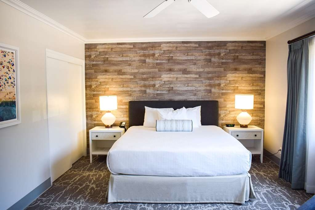 Best Western Beachside Inn - The glamour of the American Riviera inspired the style of this trendy room.