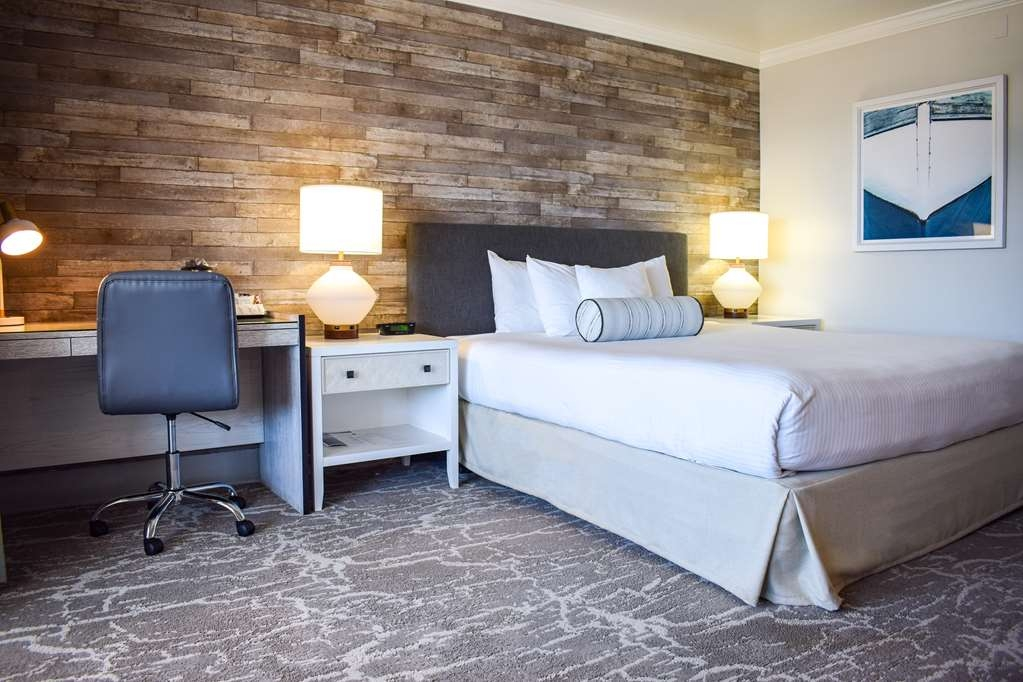 Best Western Beachside Inn - The glamour of the American Riviera inspired the modern design and trendy décor of these rooms.