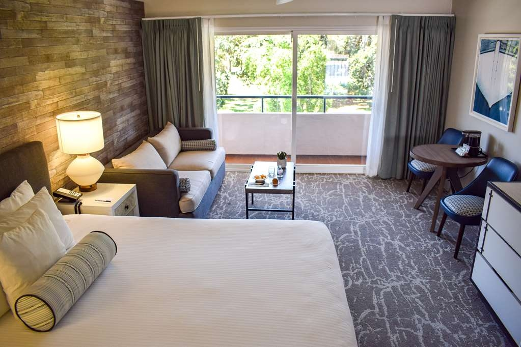 Best Western Beachside Inn - Some of our Parkside King Rooms have a living room area to relax and wind down in.
