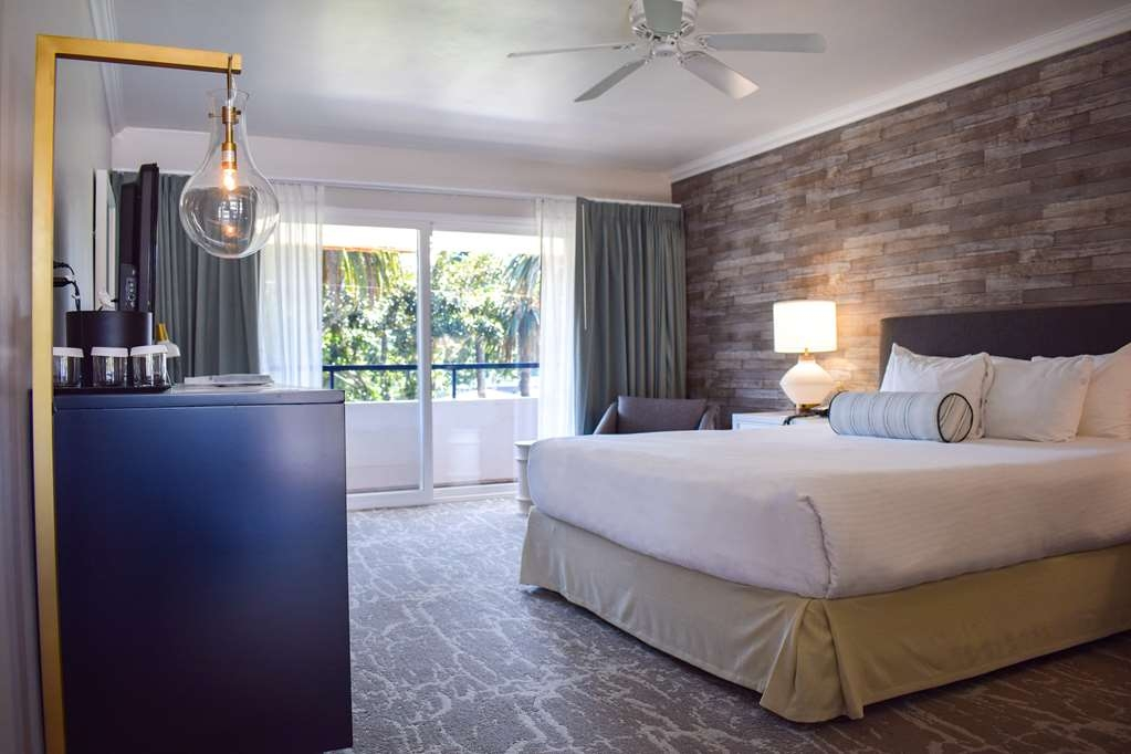 Best Western Beachside Inn - This chic and spacious room is very popular among honeymooners and couples.