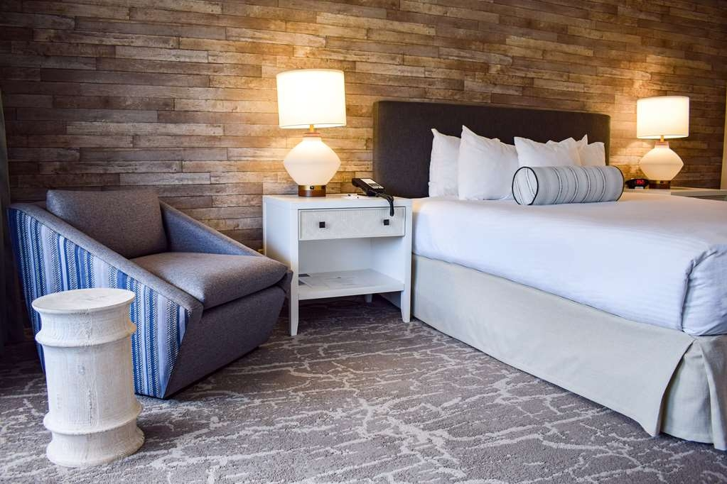Best Western Beachside Inn - Stylish décor and every comfort you need to feel right at home.
