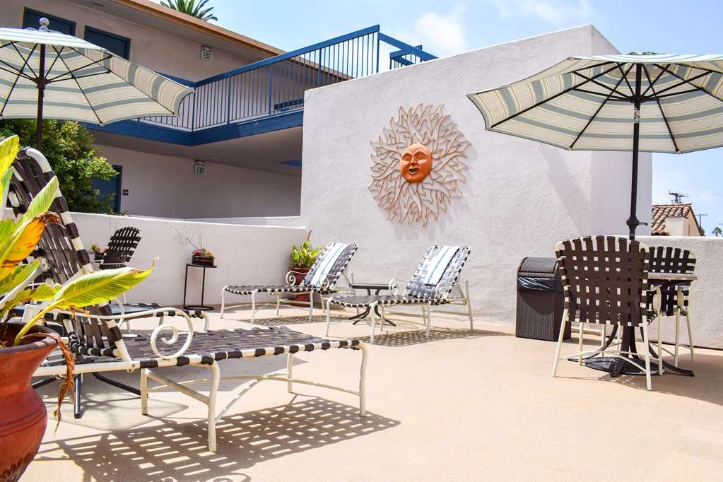 Best Western Beachside Inn - Relax and enjoy easy afternoons in our sundeck overlooking the heated pool.