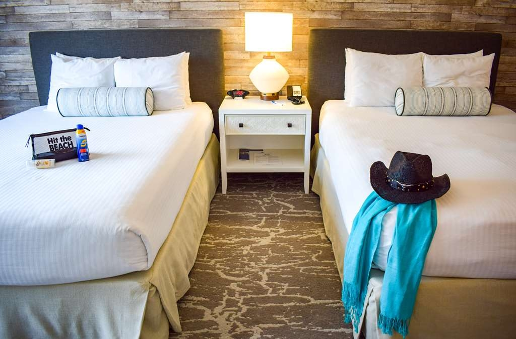 Best Western Beachside Inn - Everyone is sure to wake up rested after a good night's sleep in these plush and comfortable beds.