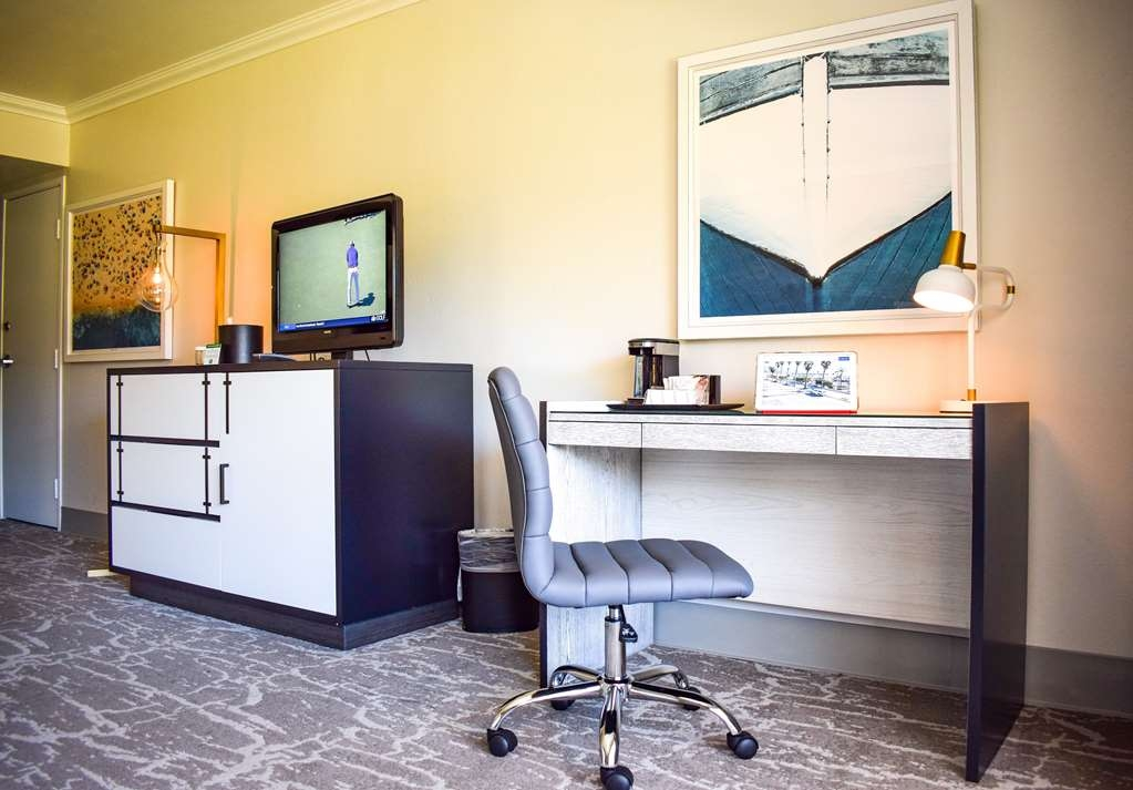 Best Western Beachside Inn - Need to get some work done during you're stay? We've got you covered.