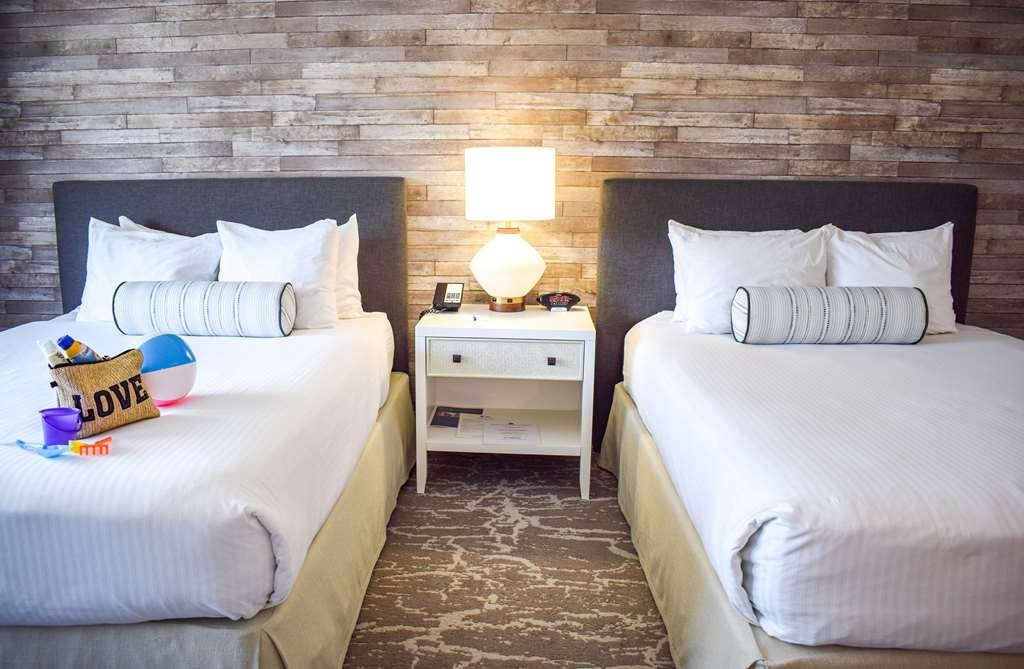 Best Western Beachside Inn - Our Double Queen guest rooms have enough space to bring the whole family for some fun in Santa Barbara!