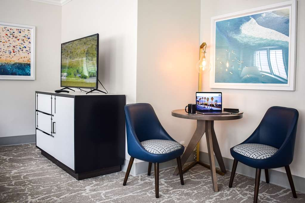 Best Western Beachside Inn - Feel at home in our biggest suite and enjoy amenities such as refrigerator, coffee maker, radio alarm clock, high speed Wi-Fi and flat screen TV.