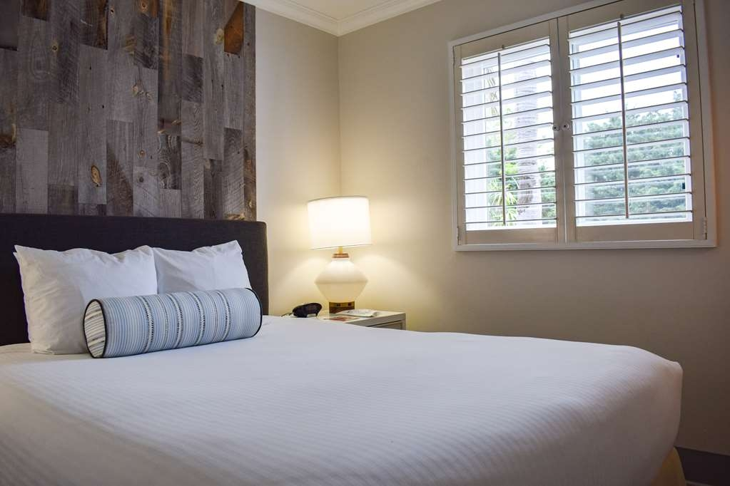 Best Western Beachside Inn - This luminous suite is sure to provide every comfort during your stay.