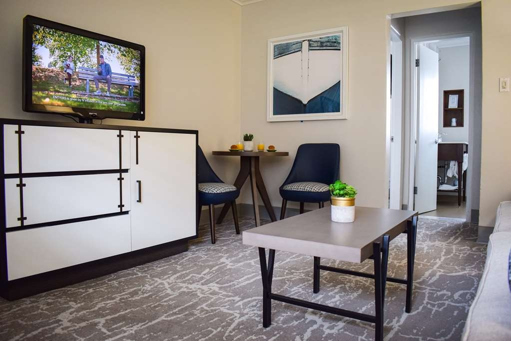 Best Western Beachside Inn - Feel right at home with all the amenities in this Mini Suite, including refrigerator, high speed Wi-Fi, radio alarm clock, coffee maker and flat screen TV.
