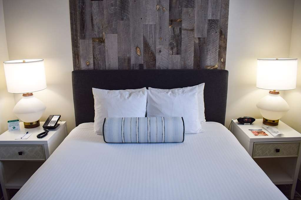 Best Western Beachside Inn - At the end of your day enjoy a plush and comfy bed!