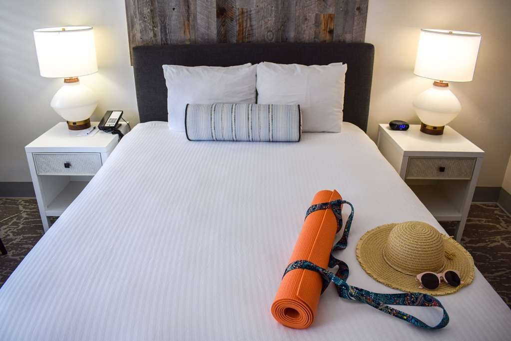 Best Western Beachside Inn - This comfortable and plush bed will make you feel right at home.
