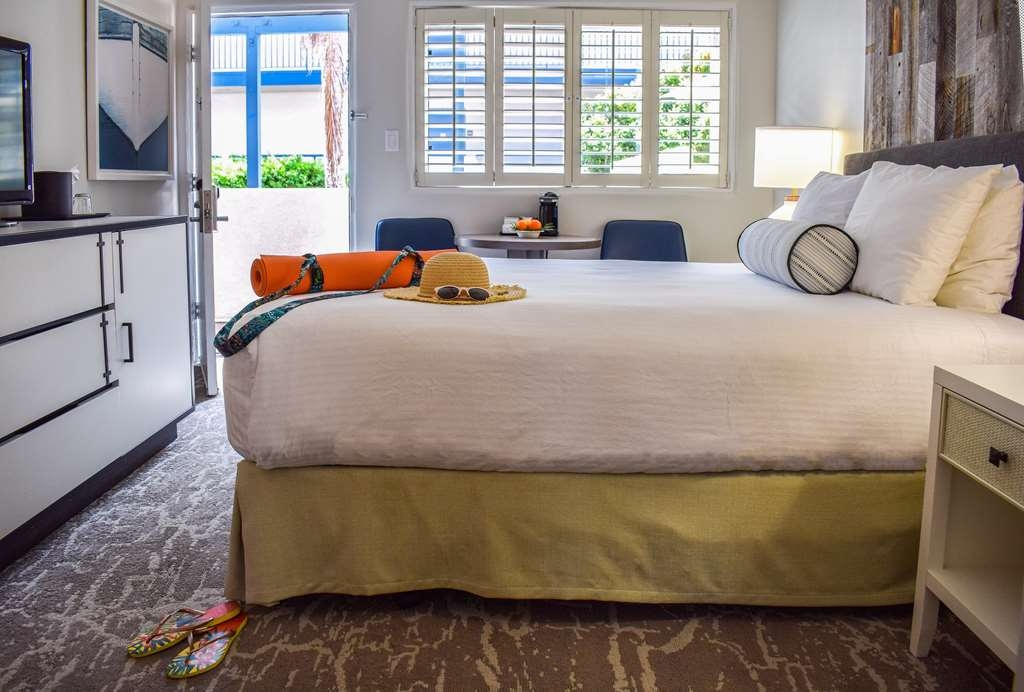 Best Western Beachside Inn - These poolside suites provide all the amenities for a comfortable stay, such as refrigerator, high speed Wi-Fi, radio alarm clock and coffee maker.