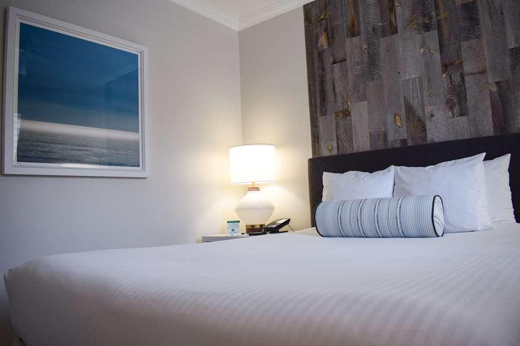 Best Western Beachside Inn - Relax in this trendy American Riviera inspired suite!