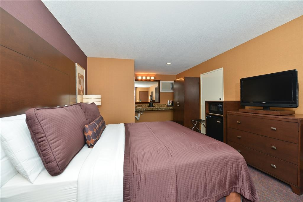 Best Western Plus Stovall's Inn - Guest Room with One King Bed