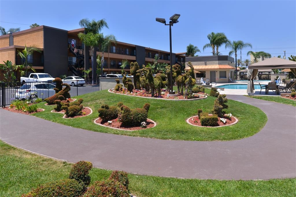 Best Western Plus Stovall's Inn - Our famous topiary garden is adjacent to our large pool area.