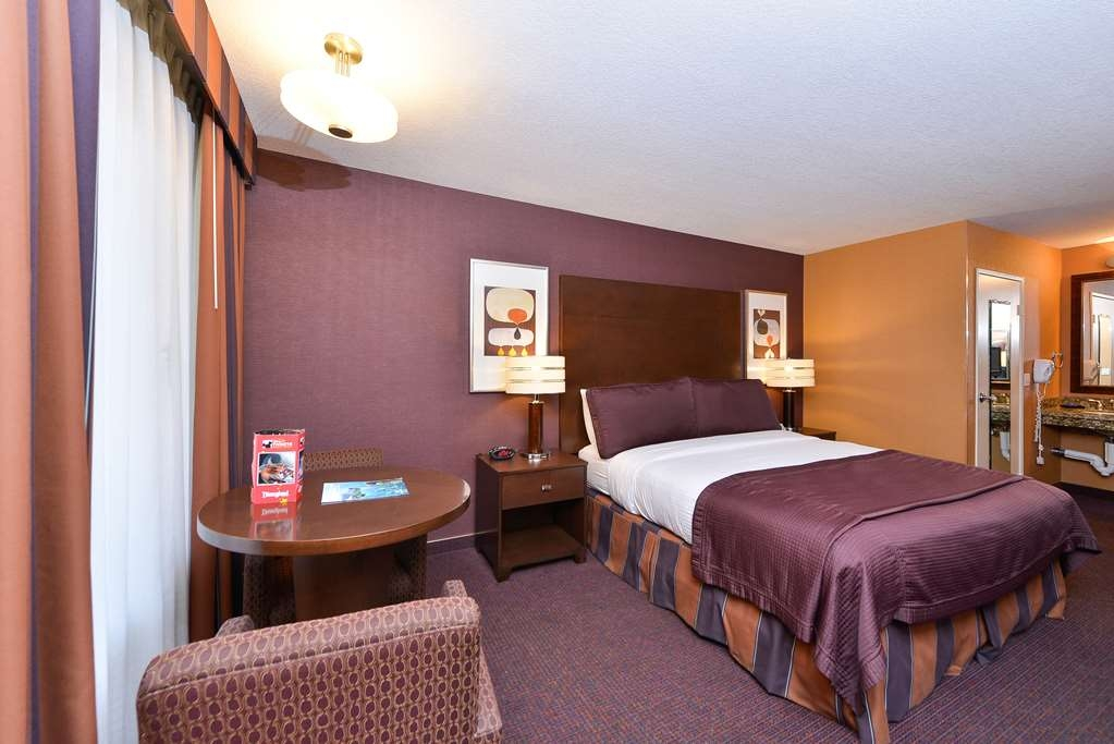 Best Western Plus Stovall's Inn - Mobility Accessible Queen Guest Room