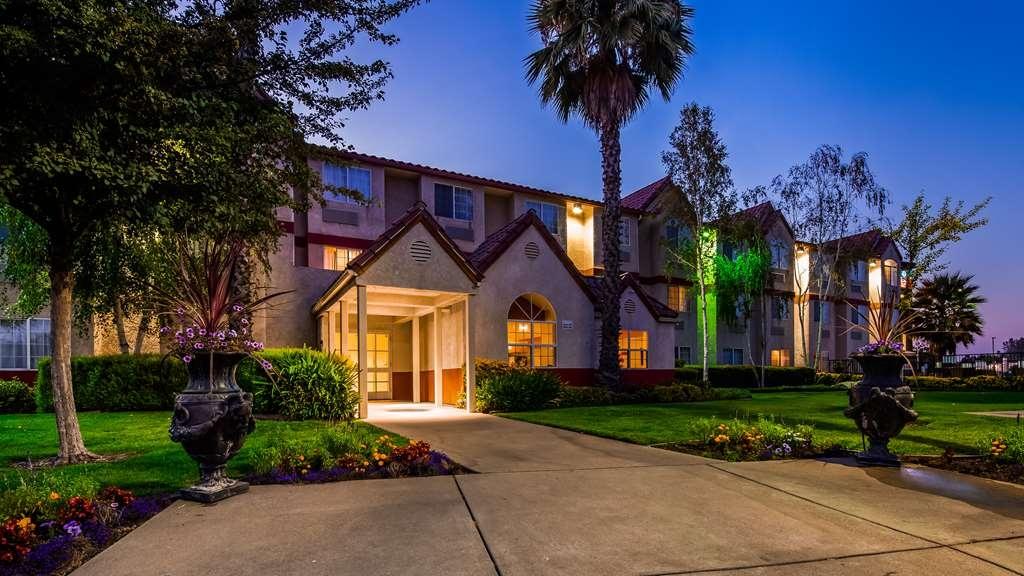 SureStay Plus Hotel by Best Western Rocklin - Facciata dell'albergo