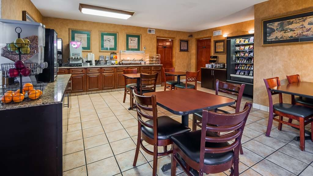 SureStay Plus Hotel by Best Western Sacramento North - Enjoy a full hot breakfast in our recently refreshed breakfast area.