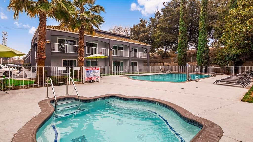 SureStay Plus Hotel by Best Western Sacramento North - Piscina