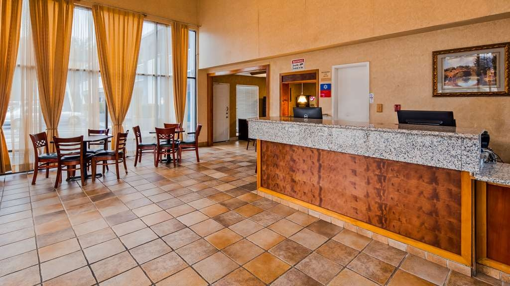 SureStay Plus Hotel by Best Western Sacramento North - Hall