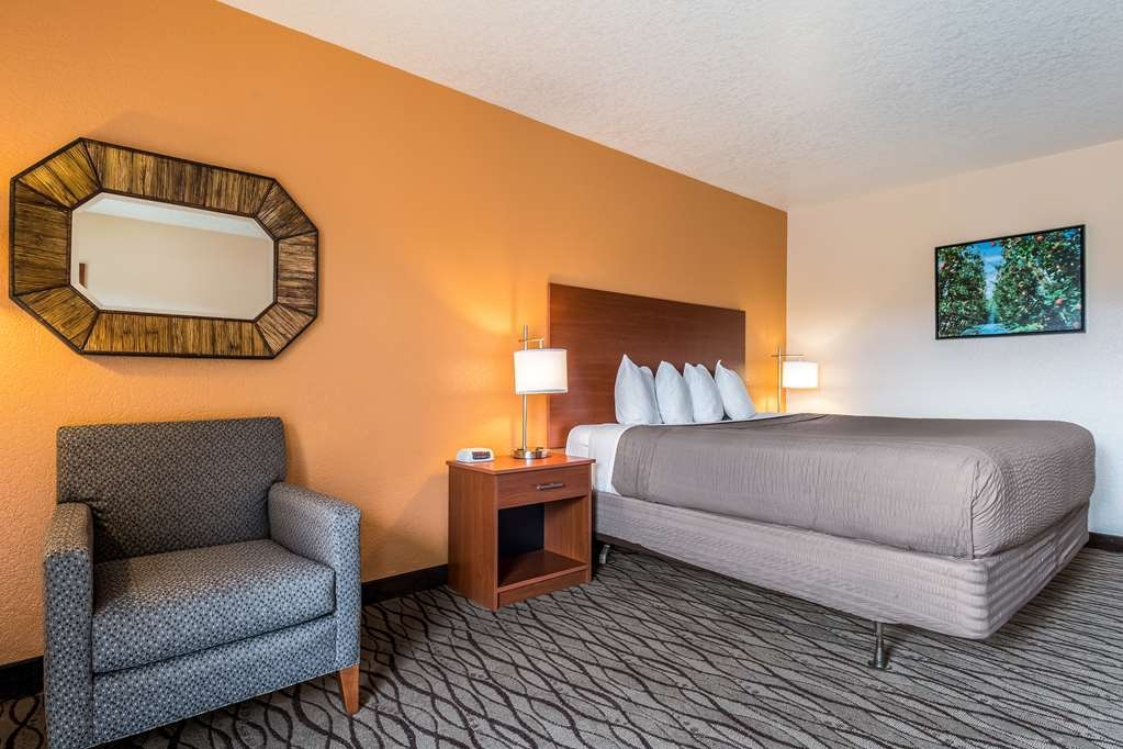 SureStay Hotel by Best Western Wenatchee - Designed for corporate and leisure traveler alike, make a reservation in this suite king with a poolview.