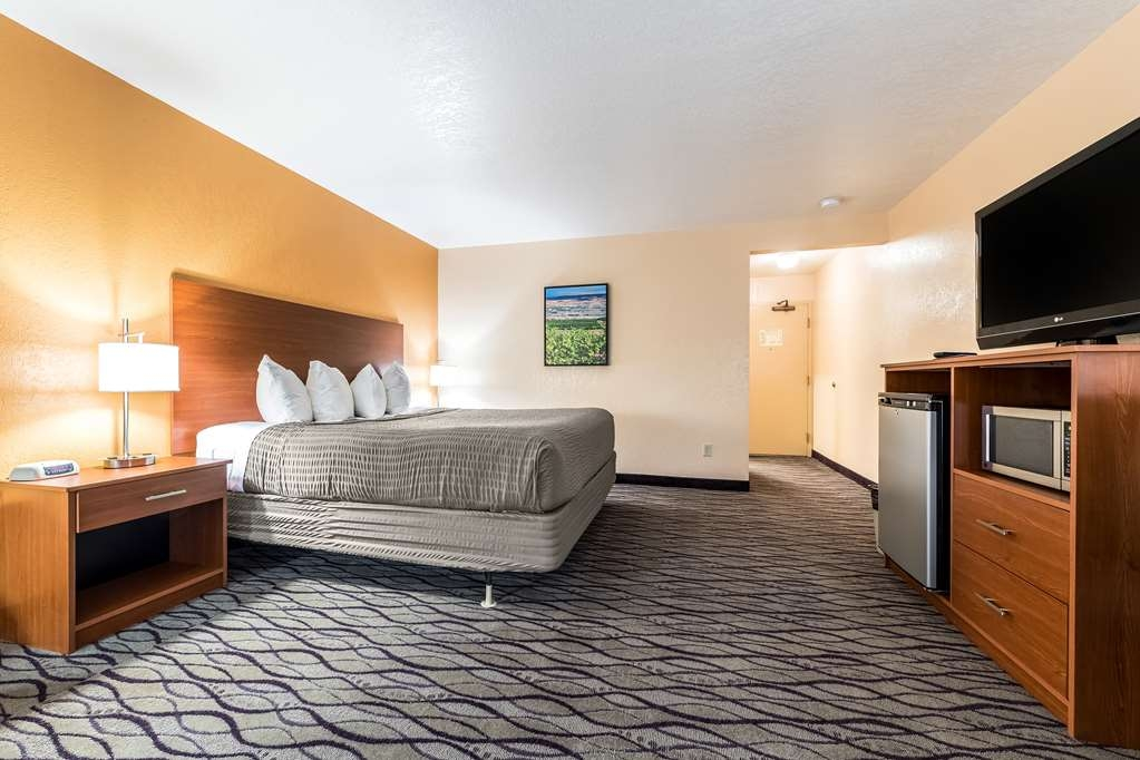 SureStay Hotel by Best Western Wenatchee - Sink into our comfortable beds each night and wake up feeling completely refreshed.