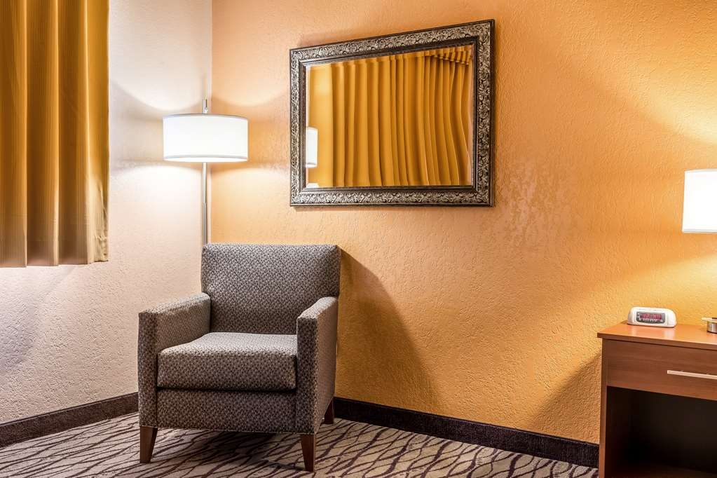 SureStay Hotel by Best Western Wenatchee - All of our king standard and suites are equipped with additional seating.
