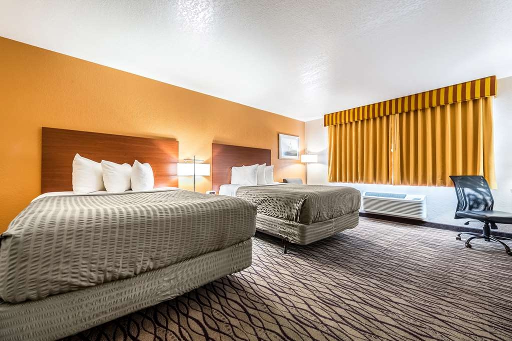 SureStay Hotel by Best Western Wenatchee - If your bringing the family along our 2 queen bedroom is the perfect choice.