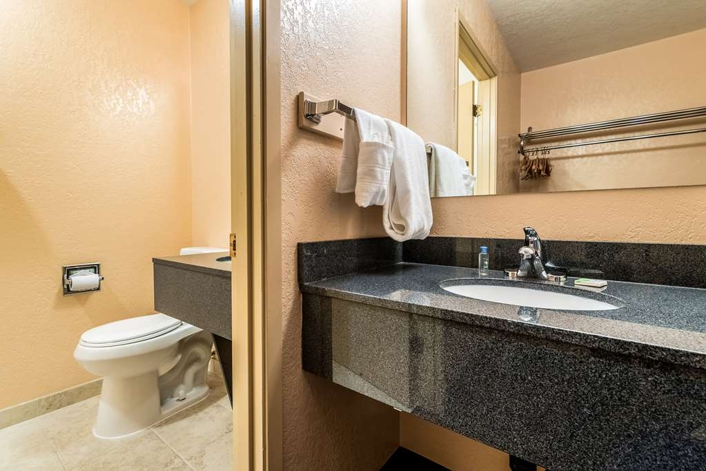 SureStay Hotel by Best Western Wenatchee - Get ready for a day full of adventure in this bathroom.