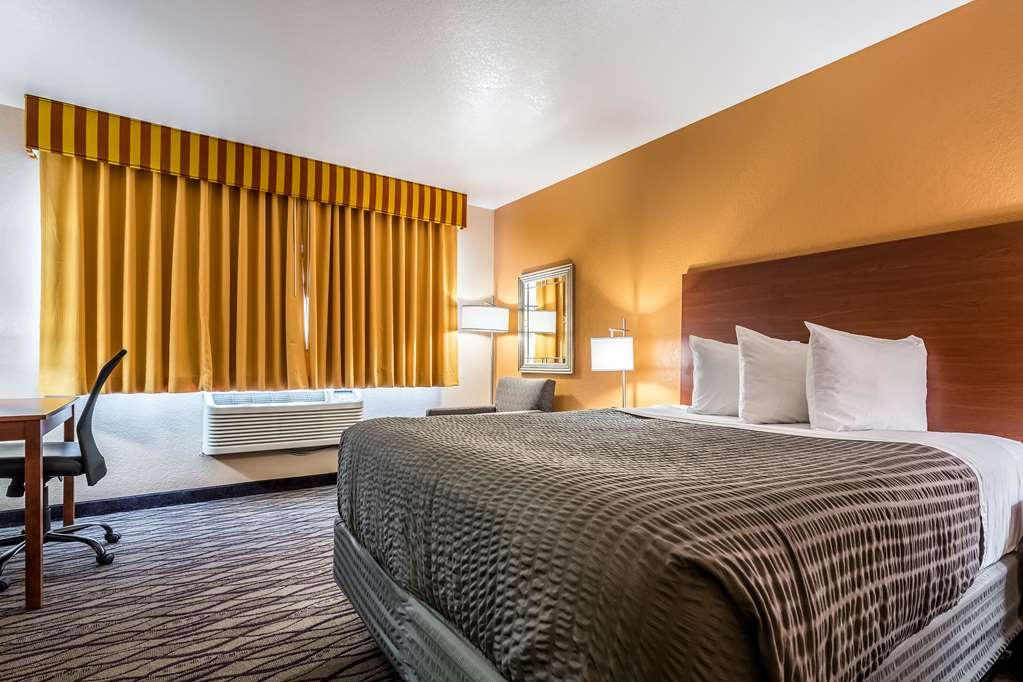 SureStay Hotel by Best Western Wenatchee - Read a book in this queen room and take in the beautiful landscape views.