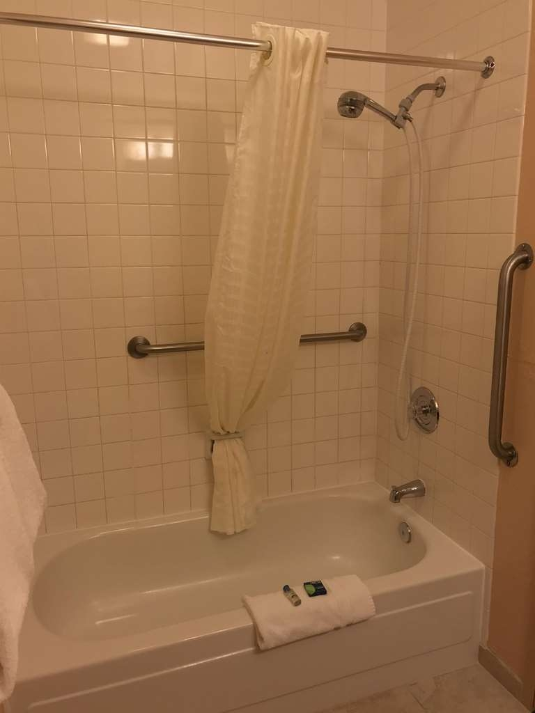 SureStay Hotel by Best Western Wenatchee - This mobility accessible 2 queen bathroom offers plenty of space to suit your needs.